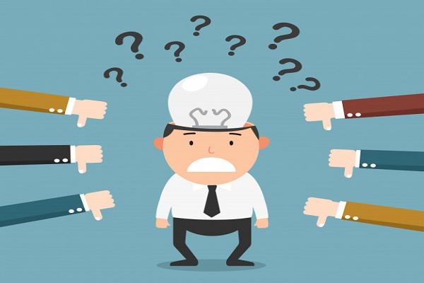 انتقاد کارمندان از مدیر