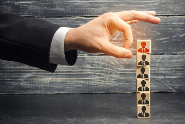 استخدام نکردن افرادی که متقاعد نمی شوند